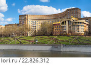 Москва, Дом архитекторов, многоквартирный жилой дом, построенный в 1934-1938 годы в стиле нео-конструктивизм (2016 год). Редакционное фото, фотограф Алексей Голованов / Фотобанк Лори