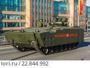 Купить «БТР курганец-25», фото № 22844992, снято 9 мая 2016 г. (c) Mikhail Starodubov / Фотобанк Лори
