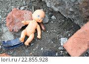 Купить «Кукла среди обломков и стреляных гильз», фото № 22855928, снято 1 апреля 2016 г. (c) Антон Лесков / Фотобанк Лори