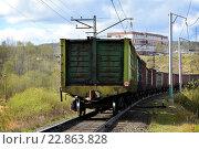 Последние вагоны грузового поезда. Стоковое фото, фотограф Юрий Винокуров / Фотобанк Лори