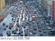 Купить «Вид сверху на пробку от Лубянской до Новой площади в Москве», эксклюзивное фото № 22900708, снято 24 апреля 2015 г. (c) lana1501 / Фотобанк Лори