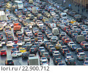 Купить «Пробка на Лубянской площади», эксклюзивное фото № 22900712, снято 24 апреля 2015 г. (c) lana1501 / Фотобанк Лори