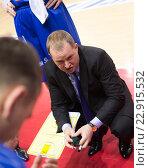 """Купить «Баскетбол. БК """"Neptunas"""", главный тренер Kazys Maksvytis во время тайм-аута», фото № 22915532, снято 9 ноября 2013 г. (c) Pavel Shchegolev / Фотобанк Лори"""