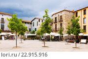 Купить «Day view of town square at Besalu», фото № 22915916, снято 31 мая 2015 г. (c) Яков Филимонов / Фотобанк Лори