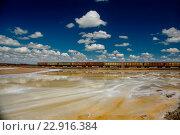 Купить «Ржавые вагоны по добыче соли на озере Баскунчак», фото № 22916384, снято 4 мая 2016 г. (c) Ночёвка Виктория / Фотобанк Лори