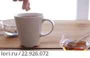 Купить «hand adding sugar to cup of tea and honey on table», видеоролик № 22926072, снято 15 апреля 2016 г. (c) Syda Productions / Фотобанк Лори