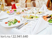 Купить «Catering service. set table», фото № 22941640, снято 29 декабря 2015 г. (c) Дмитрий Калиновский / Фотобанк Лори
