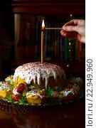 Женская рука спичкой зажигает свечу на пасхальном куличе, фото № 22949960, снято 1 мая 2016 г. (c) Эдуард Паравян / Фотобанк Лори