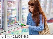 Купить «Customer picking a product in the frozen aisle», фото № 22952488, снято 15 октября 2015 г. (c) Wavebreak Media / Фотобанк Лори