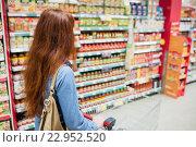 Купить «Customer walking through an aisle», фото № 22952520, снято 15 октября 2015 г. (c) Wavebreak Media / Фотобанк Лори