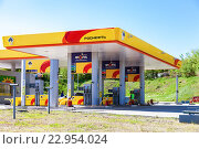 """Автозаправочная станция нефтяной компании """"Роснефть"""", фото № 22954024, снято 14 мая 2016 г. (c) FotograFF / Фотобанк Лори"""