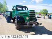 Купить «Старый дизельный капотный грузовик Sisu на параде ретроавтомобилей. Керимяки, Финляндия», фото № 22955148, снято 6 июня 2015 г. (c) Виктор Карасев / Фотобанк Лори