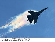 Купить «Самолет Су-35С (бортовой 03 красный) выполняет пилотаж на МАКС-2015», эксклюзивное фото № 22958140, снято 29 августа 2015 г. (c) Alexei Tavix / Фотобанк Лори