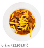 Купить «Goulash served with chips and rich gravy», фото № 22958840, снято 26 января 2020 г. (c) Яков Филимонов / Фотобанк Лори
