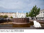 Купить «Привокзальная площадь Волгограда», фото № 22959884, снято 1 мая 2016 г. (c) Владимир Гуторов / Фотобанк Лори