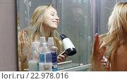 Купить «girl drying her hair», видеоролик № 22978016, снято 14 мая 2016 г. (c) Яков Филимонов / Фотобанк Лори