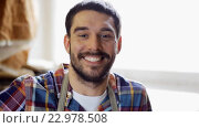 Купить «workman in checkered shirt and apron at workshop», видеоролик № 22978508, снято 21 мая 2016 г. (c) Syda Productions / Фотобанк Лори