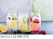 Стеклянные банки с лимонадом. Стоковое фото, фотограф Елена Веселова / Фотобанк Лори