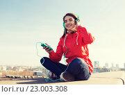 Купить «happy young woman with smartphone and headphones», фото № 23003308, снято 19 марта 2015 г. (c) Syda Productions / Фотобанк Лори
