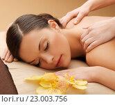 beautiful woman in massage salon. Стоковое фото, фотограф Syda Productions / Фотобанк Лори