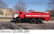 Пожарная машина, с мигалкой (2016 год). Редакционное видео, видеограф Пётр Мусатов / Фотобанк Лори