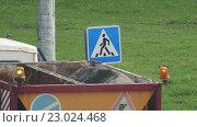 Купить «Body lorry with gravel and flashing lights», видеоролик № 23024468, снято 9 мая 2016 г. (c) BestPhotoStudio / Фотобанк Лори