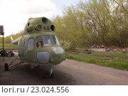 Списанный вертолет Ми-2 (2016 год). Редакционное фото, фотограф Сергей Варламов / Фотобанк Лори