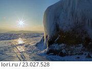 Купить «Рассвет и ледяной остров Лохматый», фото № 23027528, снято 8 марта 2016 г. (c) Юлия Машкова / Фотобанк Лори