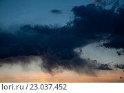 Купить «Огромные черные тучи на закате», фото № 23037452, снято 3 июня 2016 г. (c) Екатерина Овсянникова / Фотобанк Лори