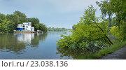 Купить «Нижний Люблинский пруд и станция спасателей», фото № 23038136, снято 4 июня 2016 г. (c) Родион Власов / Фотобанк Лори