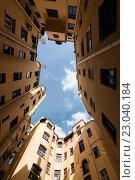 Двор колодец в Санкт-Петербурге. Стоковое фото, фотограф Андрей Орехов / Фотобанк Лори