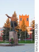 Купить «Елец. Памятник В.И. Ленину», эксклюзивное фото № 23040500, снято 12 мая 2016 г. (c) Литвяк Игорь / Фотобанк Лори