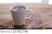Купить «lump sugar falling to cup of tea and splashing», видеоролик № 23052196, снято 15 апреля 2016 г. (c) Syda Productions / Фотобанк Лори