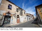 Купить «Старое здание на улице в Ларнаке, Кипр», фото № 23052240, снято 17 мая 2016 г. (c) Морозова Татьяна / Фотобанк Лори