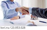 Купить «business partners with house keys and contract», видеоролик № 23053028, снято 14 мая 2016 г. (c) Syda Productions / Фотобанк Лори