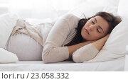 Купить «pregnant woman sleeping in bed at home 60», видеоролик № 23058332, снято 29 мая 2016 г. (c) Syda Productions / Фотобанк Лори