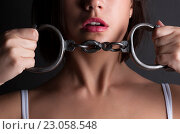Купить «Соблазнительная женщина с наручниками», фото № 23058548, снято 7 июня 2016 г. (c) safonovstudio / Фотобанк Лори