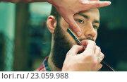 Купить «Man shave in a barbershop», видеоролик № 23059988, снято 9 июня 2016 г. (c) Raev Denis / Фотобанк Лори