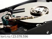 Купить «Механизм компьютерного жесткого диска», фото № 23078596, снято 9 июня 2016 г. (c) Стивен Жингель / Фотобанк Лори