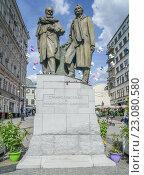 Памятник Станиславскому и Немировичу-Данченко, эксклюзивное фото № 23080580, снято 10 июня 2015 г. (c) Виктор Тараканов / Фотобанк Лори