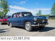 """Купить «Автомобиль """"Пежо-404"""" 1964 г. в. на выставке-параде ретроавтомобилей. Керимяки, Финляндия», фото № 23081016, снято 6 июня 2015 г. (c) Виктор Карасев / Фотобанк Лори"""