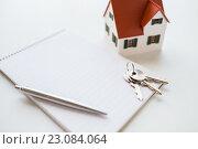 Купить «close up of home model, house keys and notebook», фото № 23084064, снято 16 февраля 2016 г. (c) Syda Productions / Фотобанк Лори