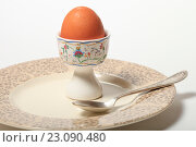 Купить «Яйцо на подставке и тарелка. Завтрак», эксклюзивное фото № 23090480, снято 14 июня 2016 г. (c) Яна Королёва / Фотобанк Лори