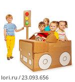 Купить «Дети играют и изучают правила дорожного движения», фото № 23093656, снято 2 апреля 2016 г. (c) Сергей Новиков / Фотобанк Лори