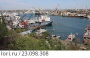 Купить «Корабли в южной бухте Севастополя. Крым», видеоролик № 23098308, снято 18 апреля 2016 г. (c) Яна Королёва / Фотобанк Лори