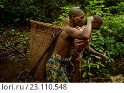 Купить «Life of Bayaka Pygmies in the equatorial rainforest, Central African Republic, Africa», фото № 23110548, снято 9 октября 2015 г. (c) age Fotostock / Фотобанк Лори