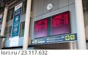Купить «Расписание маршрутов междугородных автобусов на вокзале в городе Санта Круз. Тенерифе, Канары, Испания», видеоролик № 23117632, снято 18 мая 2016 г. (c) Кекяляйнен Андрей / Фотобанк Лори