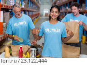 Купить «Happy volunteer showing her tee-shirt to the camera in front of her team», фото № 23122444, снято 23 марта 2016 г. (c) Wavebreak Media / Фотобанк Лори