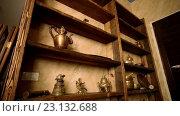 Купить «Деревянные полки с медными фигурками», видеоролик № 23132688, снято 5 мая 2016 г. (c) ActionStore / Фотобанк Лори