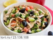Греческий салат с курицей. Стоковое фото, фотограф Алексей Жарков / Фотобанк Лори